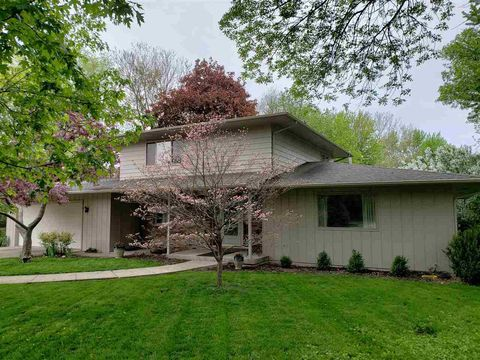 Photo of 1012 16th Ave, Coralville, IA 52241