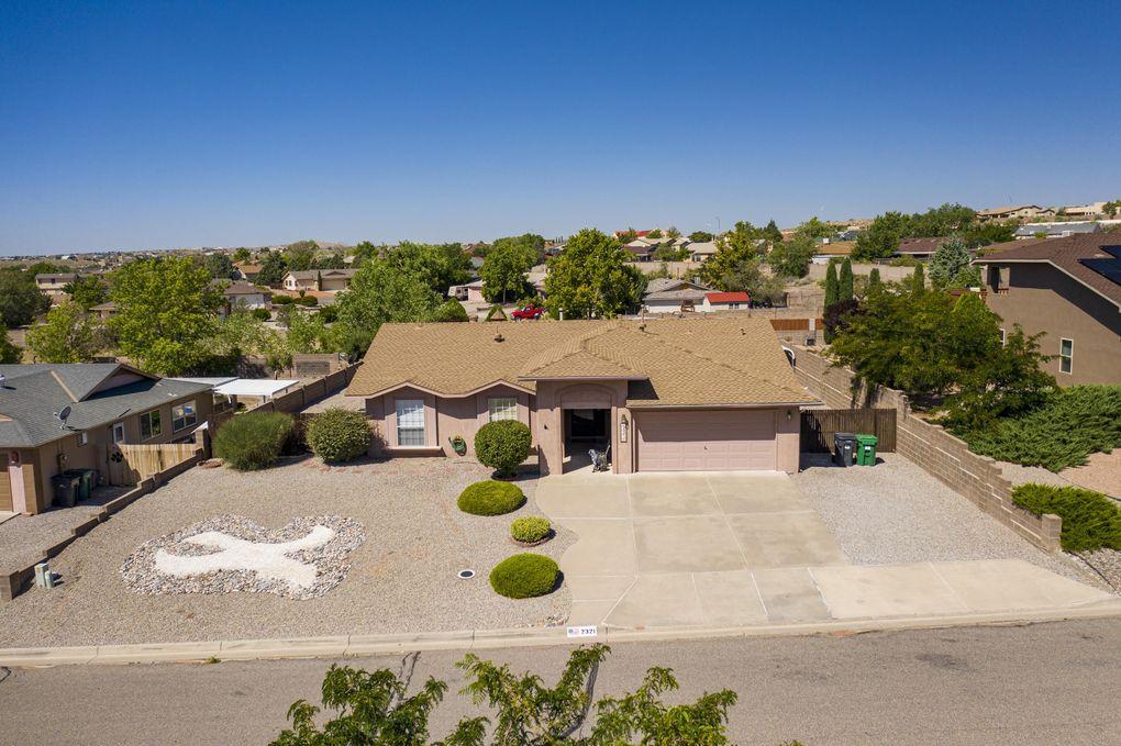 2321 Agua Fria Dr NE Rio Rancho, NM 87144
