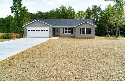 Photo of 3261 Lake Dr, Morganton, NC 28655