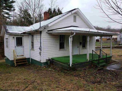 Photo of 98 Carter St, Shinnston, WV 26431