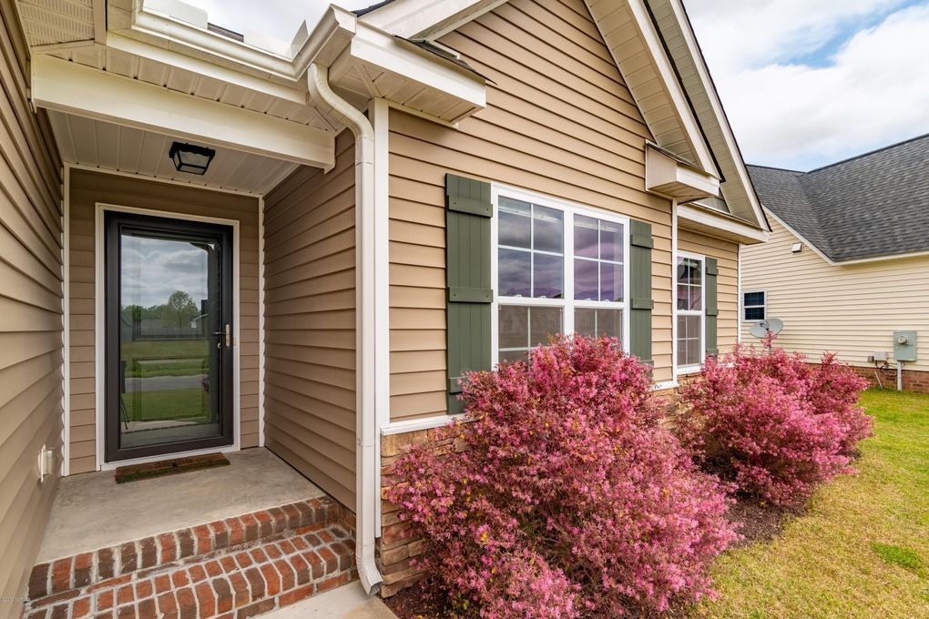 3332 Pacolet Dr, Greenville, NC 27834