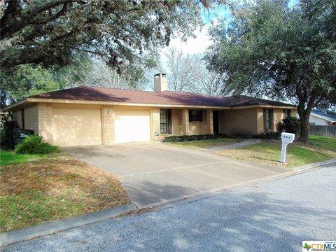 113 Suffolk St, Hallettsville, TX 77964