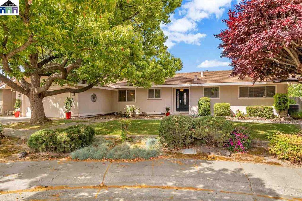 12 Pebble Ct, Sacramento, CA 95831