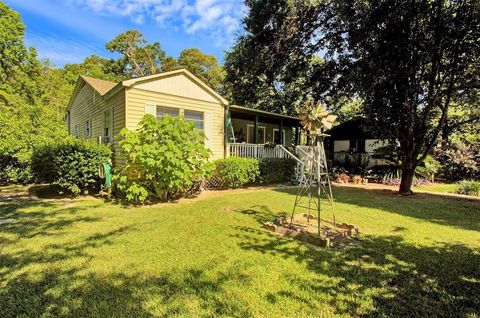 Photo of 20258 Heights Blvd, New Caney, TX 77357