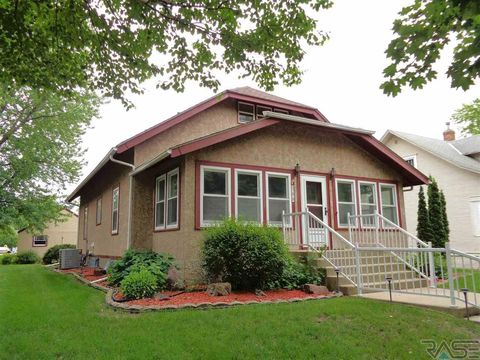 Photo of 308 S 3rd St, Beresford, SD 57004