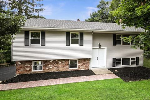 Photo of 49 Panorama Dr, Patterson, NY 12563