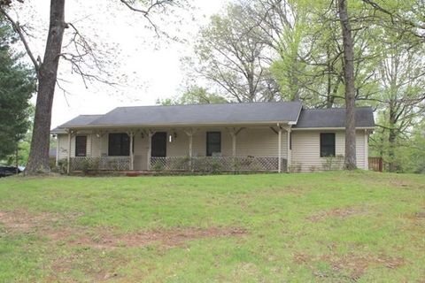 Photo of 215 Andy Hillis Rd, McMinnville, TN 37110