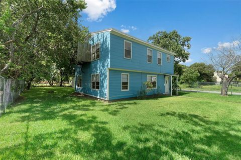 Photo of 1137 1st Ave N, Texas City, TX 77590