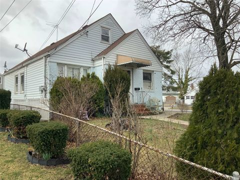 Photo of 32 N Montgomery St, Valley Stream, NY 11580
