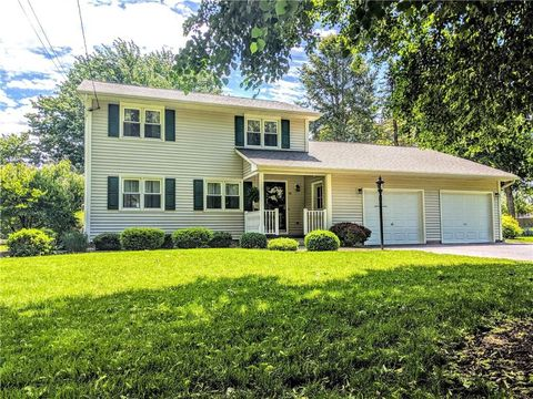 Photo of 42 Meadowview Dr, Brockport, NY 14420