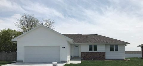 Photo of 802 W 10th St, Kearney, NE 68845