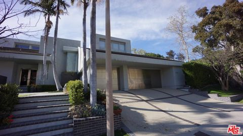Photo of 1425 Monte Grande Pl, Pacific Palisades, CA 90272