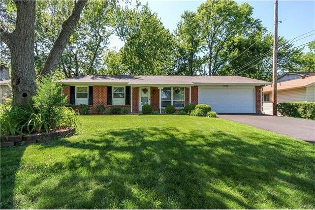 1277 Dawn Valley Dr, Maryland Heights, MO 63043