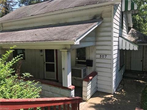 307 S Wardell St, Uhrichsville, OH 44683