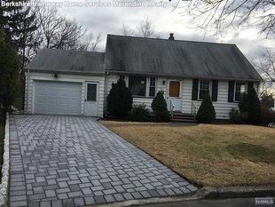 <div>164 Burr Pl</div><div>Hasbrouck Heights, New Jersey 07604</div>