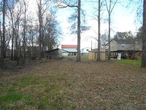 Photo of 475 Getaway Ln, Surrency, GA 31563