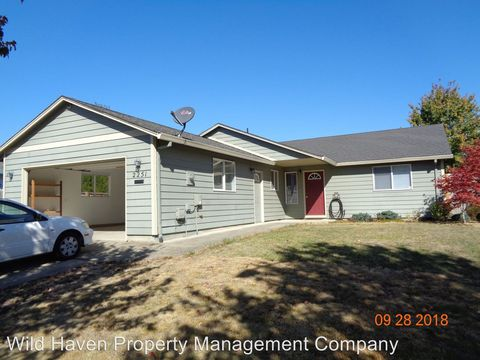 Photo of 2251 Sw Redmond Hill Rd, McMinnville, OR 97128