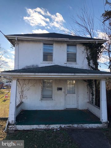 Photo of 106 S Mildred St, Ranson, WV 25438