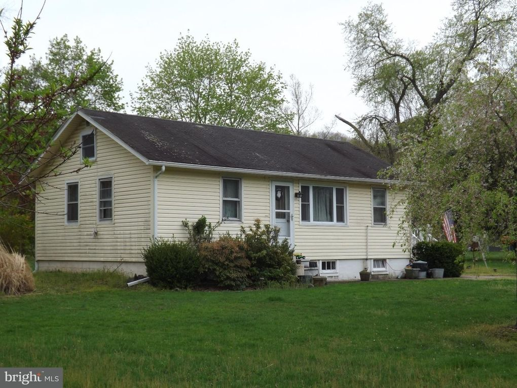 1806 River Rd, Upper Black Eddy, PA 18972