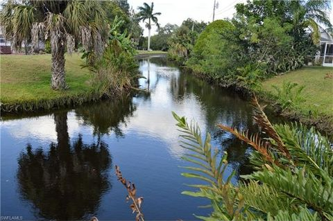 646 Canal Dr, North Fort Myers, FL 33903