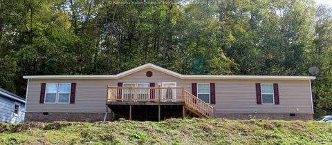 Photo of 1075 Valley View Dr, Cross Lanes, WV 25313