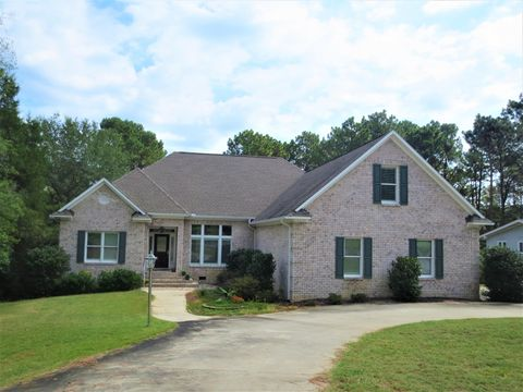 Photo of 8 Country Club Blvd, Whispering Pines, NC 28327