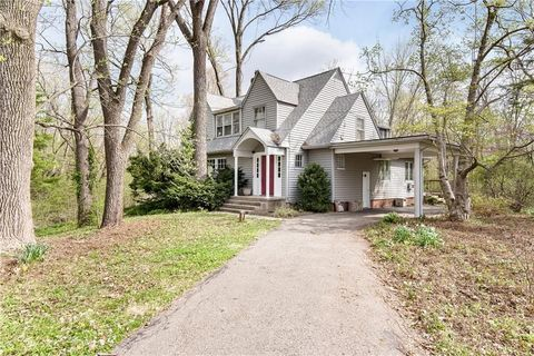 Groovy Homes For Sale Real Estate Near Ball State University Interior Design Ideas Philsoteloinfo