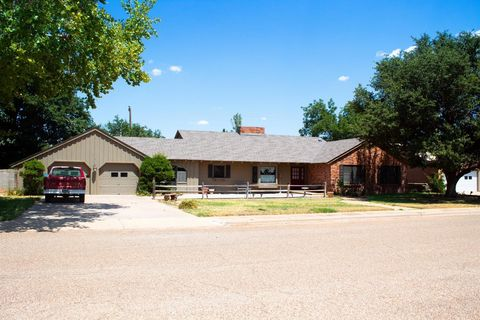 Photo of 506 17th St, Seagraves, TX 79359