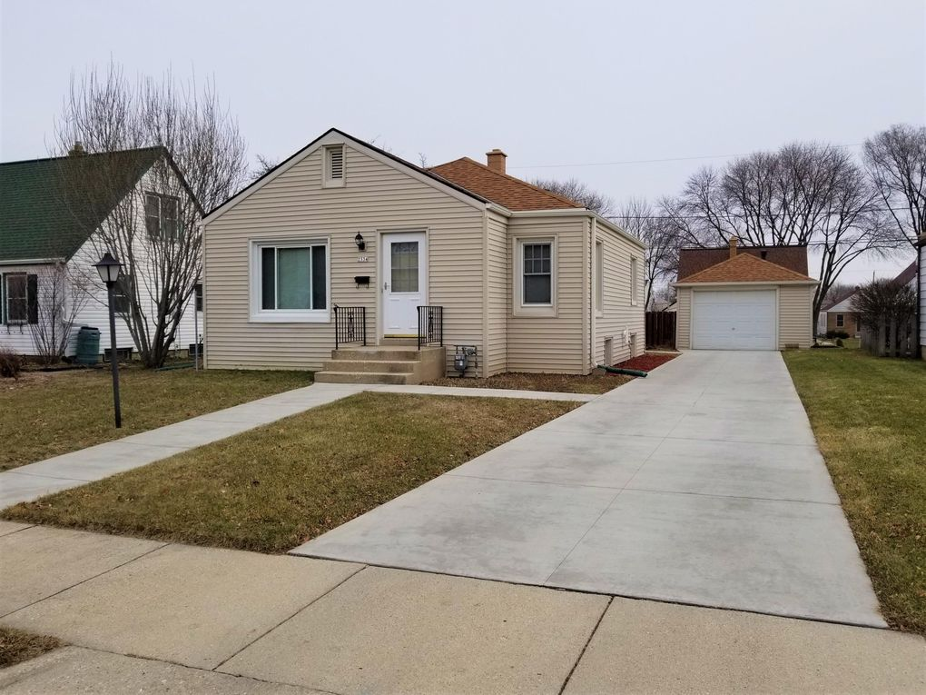 Amazing 2334 S 65Th St West Allis Wi 53219 Home Interior And Landscaping Palasignezvosmurscom