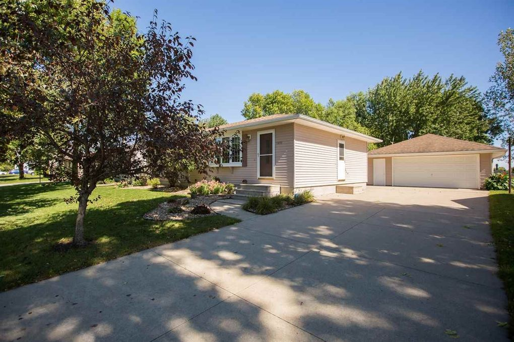 5811 Dahlia Blvd Waterloo IA 50701