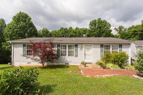 105 Cherokee Ln, Thaxton, VA 24174