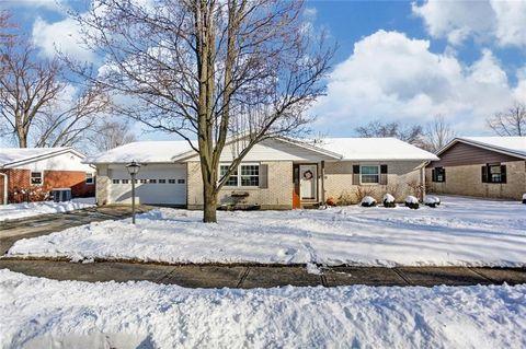 820 Hawthorne Dr, Tipp City, OH 45371