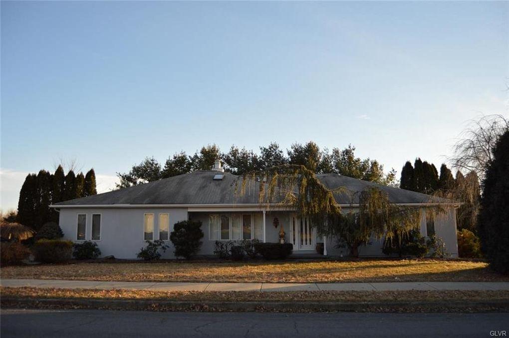 121 Melissa Dr, Palmer Township, PA 18045