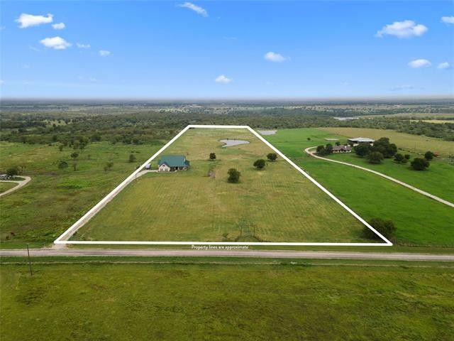 970 W Somers Ln Axtell, TX 76624