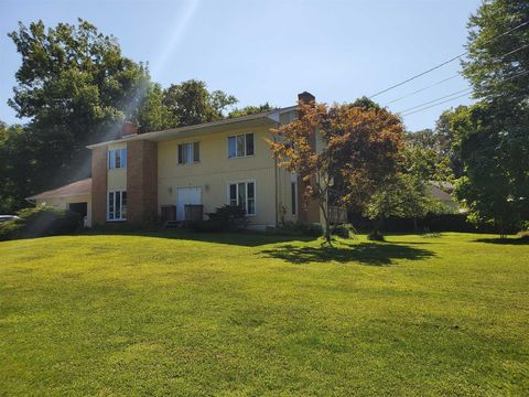 Photo of 8 Tanglewood Dr, Wappingers Falls, NY 12590