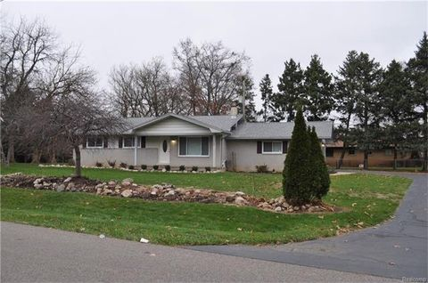 1529 Kingsway Dr, Highland Township, MI 48356
