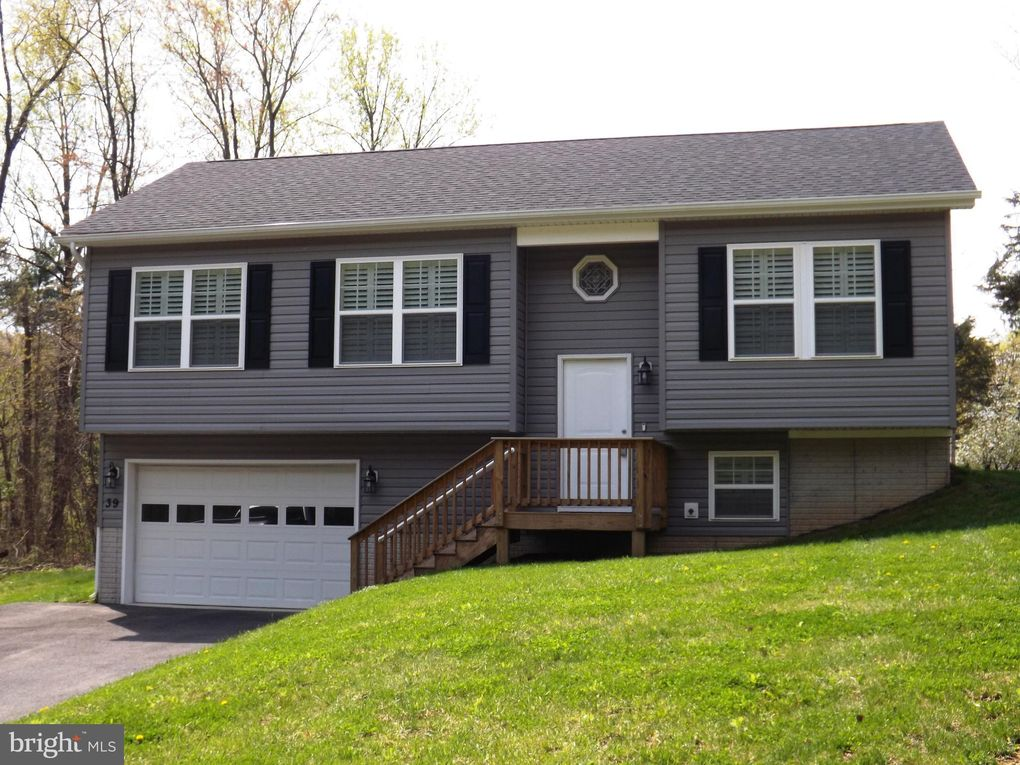 39 Mountain View Dr Harpers Ferry, WV 25425