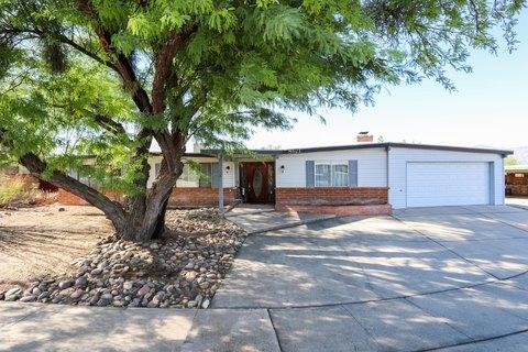 8621 E Fairmount Pl, Tucson, AZ 85715