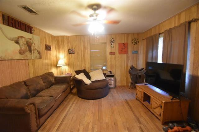 1531 W Groesbeck St, Stephenville, TX 76401