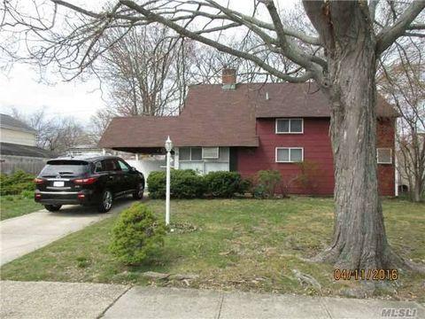 38 Family Ln, Levittown, NY 11756