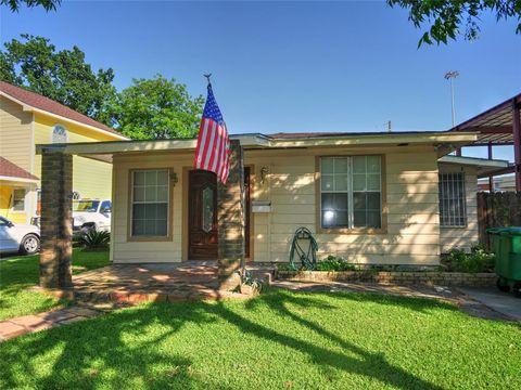 Photo of 6514 Moss Rose St, Houston, TX 77087