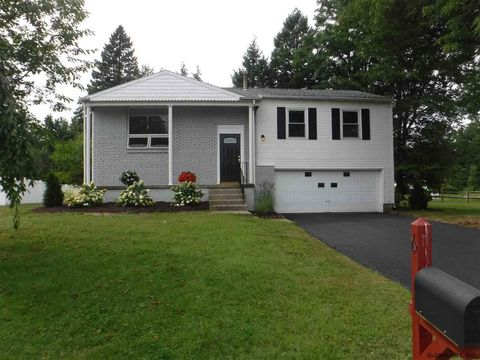 Photo of 6 Compen Pl, Latham, NY 12110