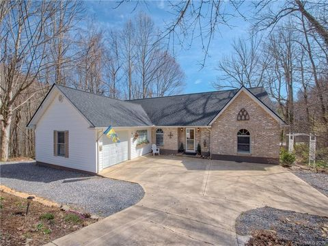 Photo of 115 Little Creek Ln, Maggie Valley, NC 28751