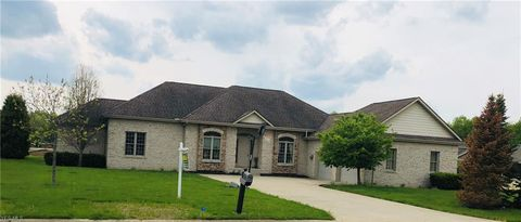 Photo of 221 Sanctuary Dr, Cortland, OH 44410