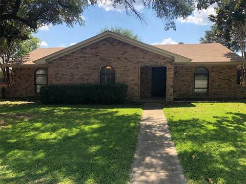 Photo of 417 Town North Dr, Terrell, TX 75160