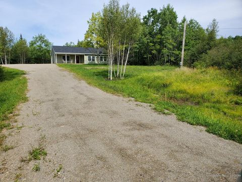 Photo of 6 Oak Ridge Ln, Frankfort, ME 04438