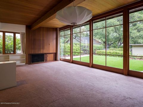Photo of 4933 Crown Ave, La Canada Flintridge, CA 91011
