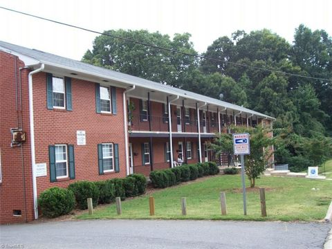 Photo of 1640 W Northwest Blvd, Winston Salem, NC 27104