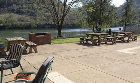 Photo of 60 4th Ave, Montgomery, WV 25136