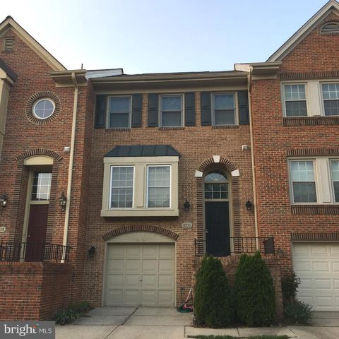 Photo of 8036 Merry Oaks Ct, Vienna, VA 22182